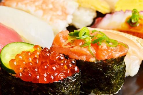 sushi_48817198