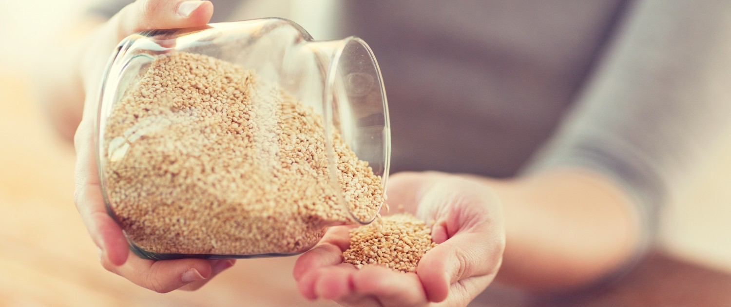 DM_close up of female emptying jar with quinoa_78117863