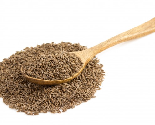 DMcumin seeds in spoon on white_66999516