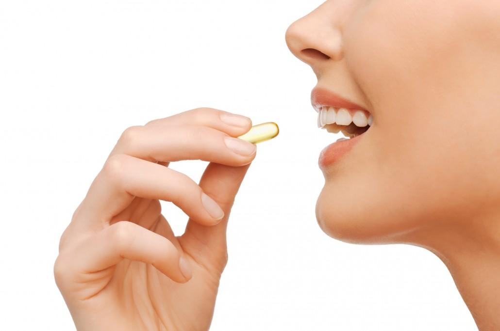 DM_beautiful woman with omega 3 vitamins_81936189
