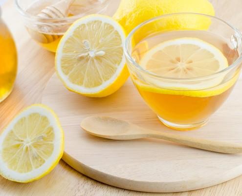 BM_Honey lemon tea on wooden table_83208609