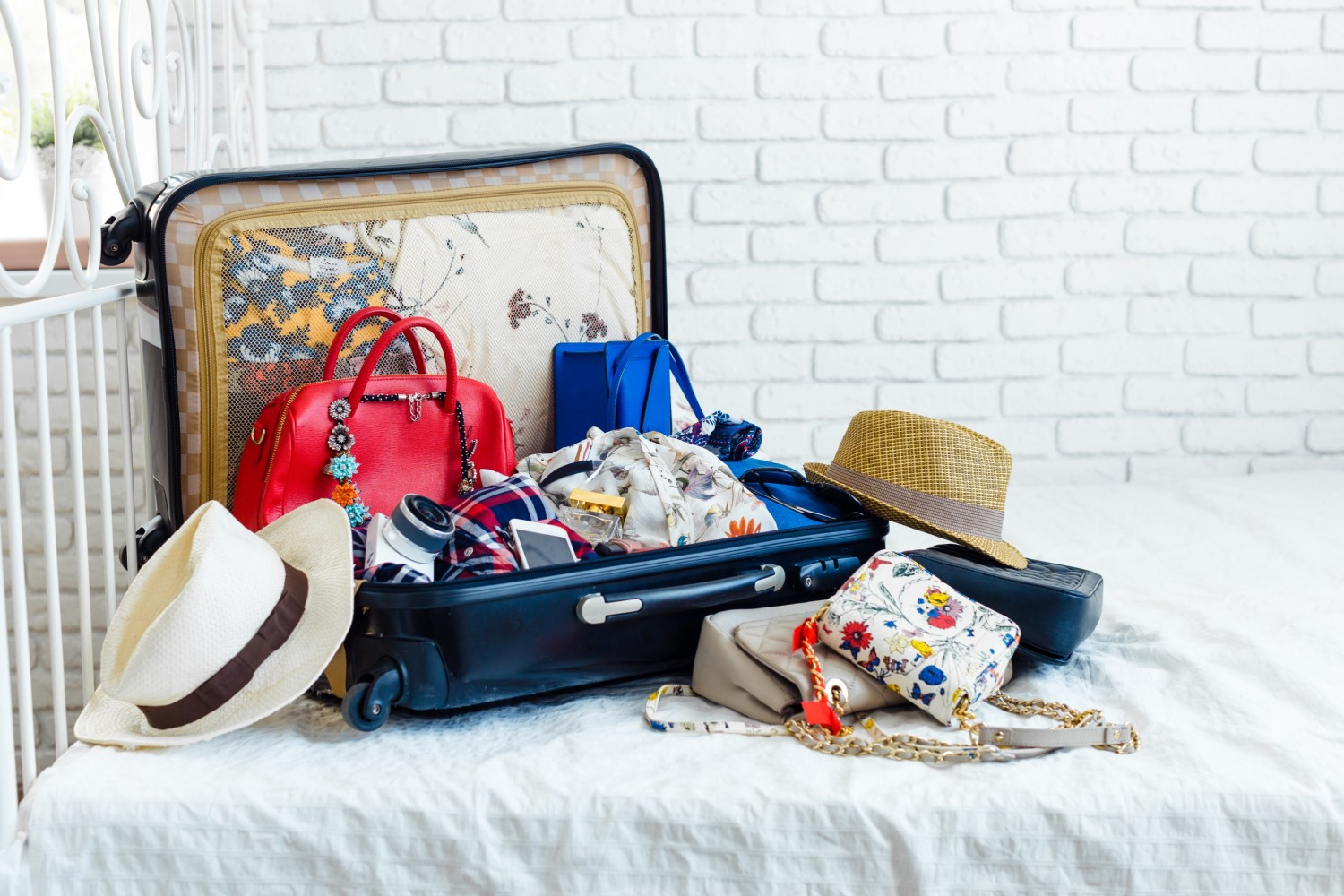 BM_Anticipation of voyage. Women's clothes and accessories in black suitcase_98688213