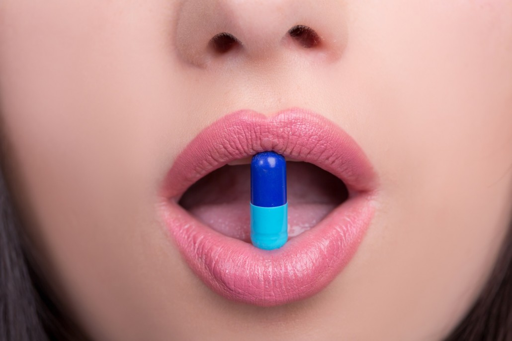 BM_Woman mouth with pill_85755905