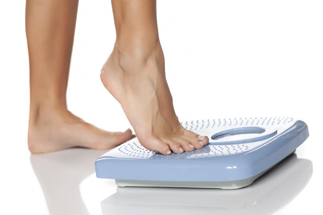 BM_female feet on scale_100019678