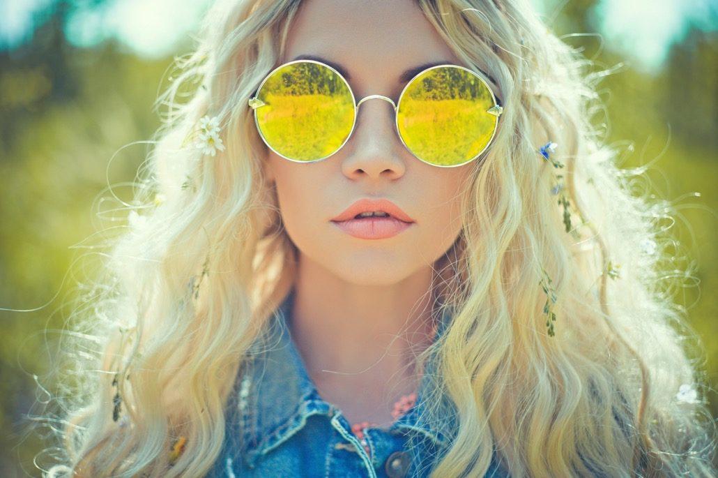 BM_Outdoor portrait of young hippie woman_71779578