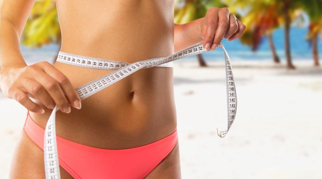 BM_Slim girl measuring her waist_113918594