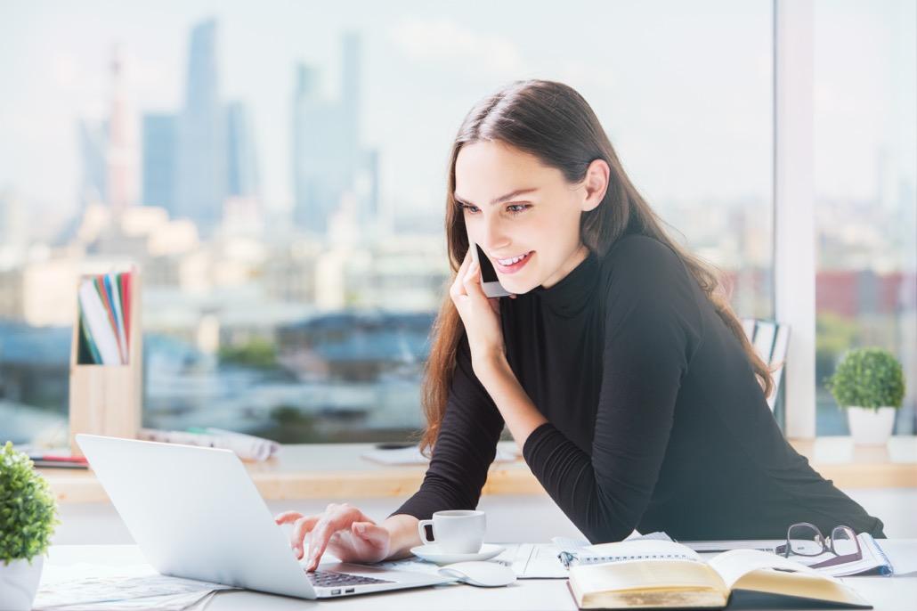 bm_happy-businesswoman-working-in-office_119948086