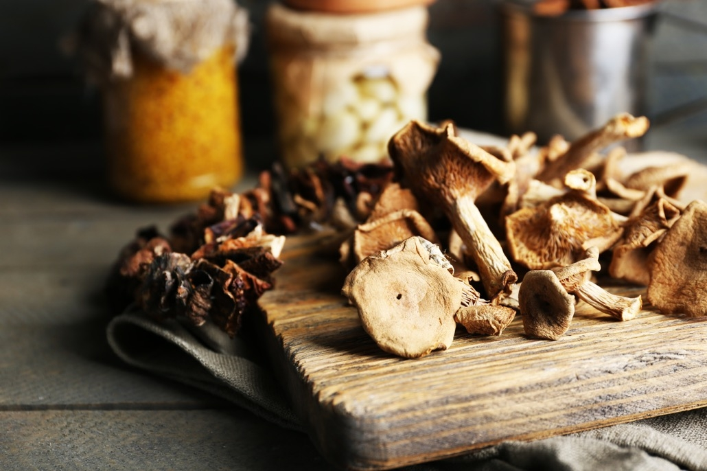 BM_Dried mushrooms on cutting board closeup_81373775