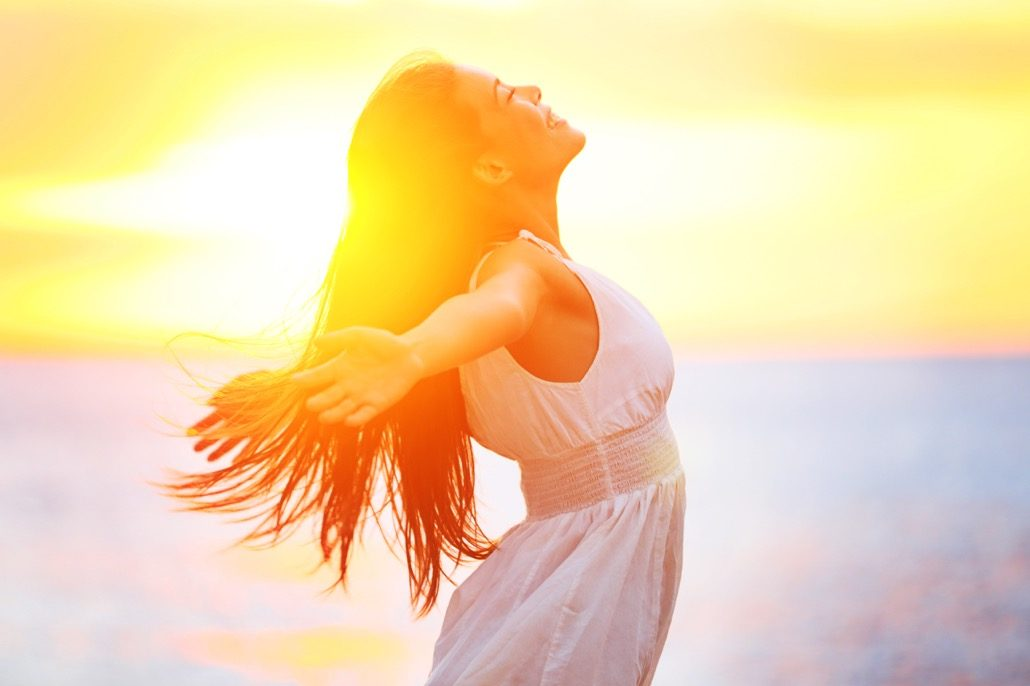 BM_Enjoyment - free happy woman enjoying sunset_50007058
