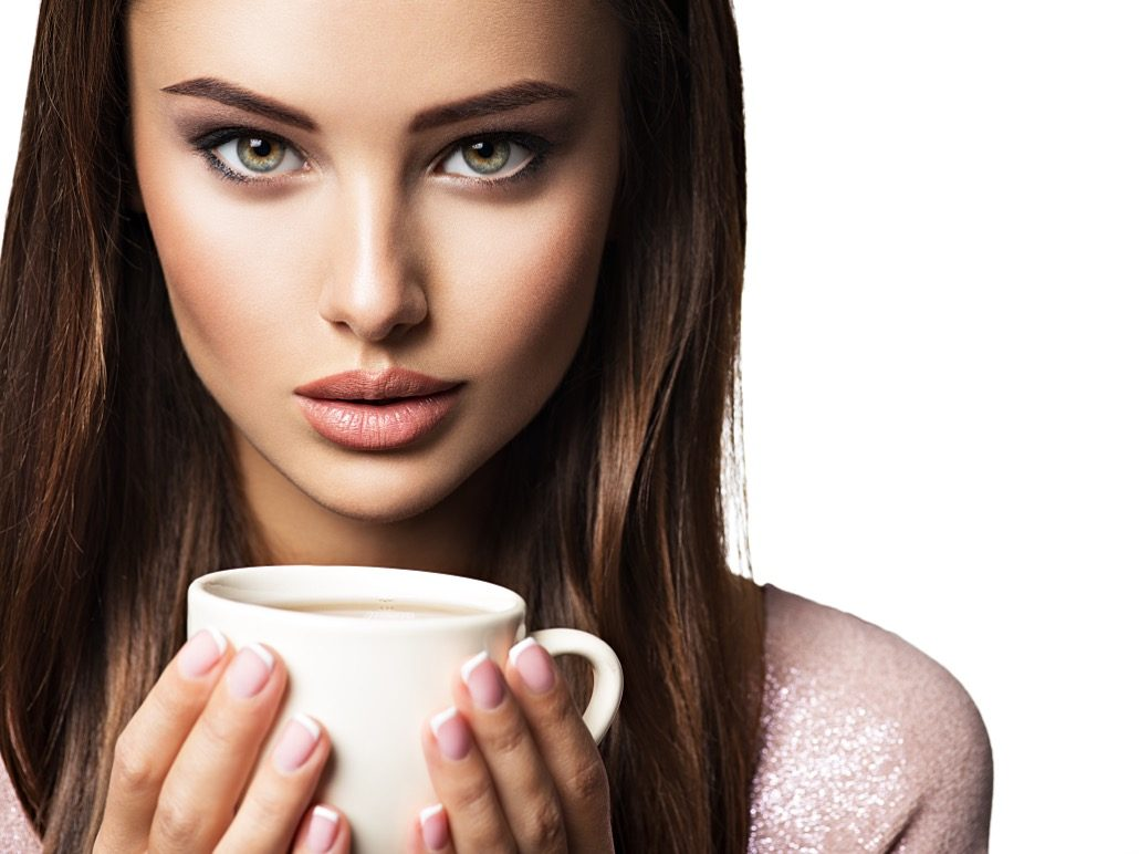BM_Woman with cup of coffee_135071231