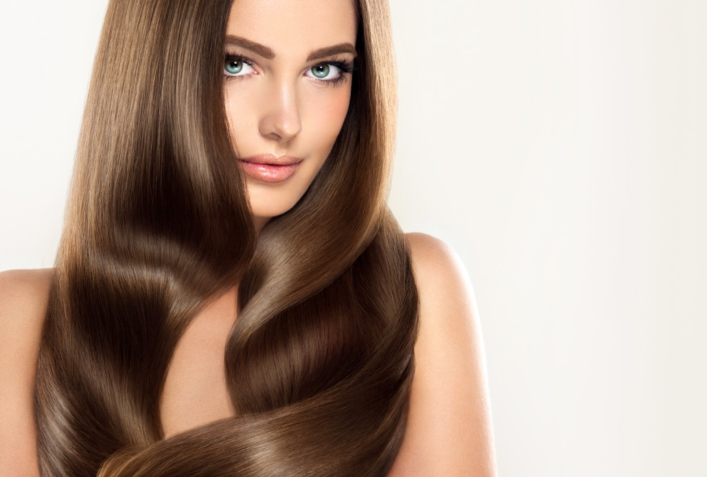 BM_Brunette girl with long and shiny wavy hair . Beautiful model with curly hairstyle_130929465
