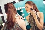 メイク後にシュっとひと吹き!化粧崩れを防止するセッティングスプレーは夏にマストなアイテム。